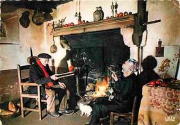 Folklore - Costumes - Limousin - Cheminées - Chat - CPM - Voir Scans Recto-Verso - Costumes