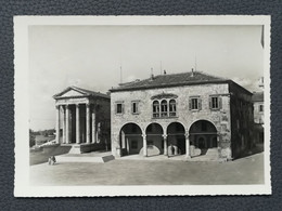 PULA - Croatia, Roman Temple, Postcard Traveled 1954  (aukR45) - Croatia