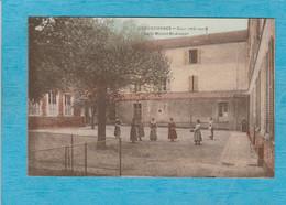 Louveciennes. - Cour Intérieure Du Pensionnat De La Maison Saint-Joseph. - Louveciennes