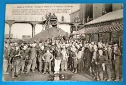Carte Postale Ancienne -  Mines De Noeux- Groupe De Mineurs à La Remise Des Lanternes - Mijnen