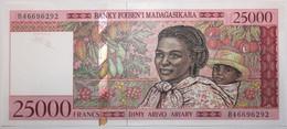 Madagascar - 25000 Francs - 1998 - PICK 82 - NEUF - Madagascar