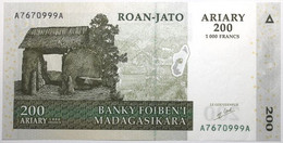 Madagascar - 200 Ariary - 2004 - PICK 87a - NEUF - Madagascar
