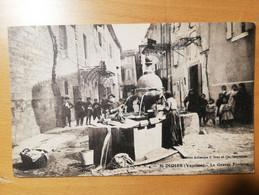 Cpa St Didier (84) La Grande Fontaine (animée) - Other Municipalities