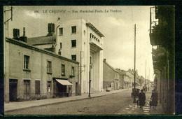 LE CREUSOT . RUE MARECHAL FOCH . LE THEATRE . Voir Recto - Verso    (U742) - Le Creusot