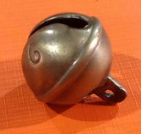 "Ancien Grelot Dit "" Romain "" (simple Fente) N°6 Hauteur Totale : 40mm Diamètre : 32mm - Bells"