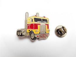 Beau Pin's En Relief , Transport Camion US , Trucks , GMC , Kuhn , Peterbilt ?? - Transportes