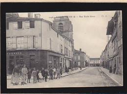 Haute Marne / Saint Dizier, Rue Emile Giros, Du Monde Devant Le Coiffeur - Saint Dizier