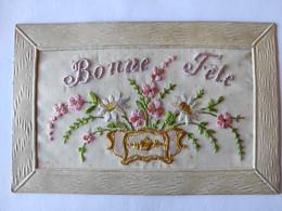 Cpa, Carte Brodée, Fleurs Dans Une Jardinière, Bonne Fête - Bordados