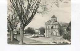 CPSM GF -  SAINT CEZAIRE - Saint-Césaire - L'Eglise - (Renault Dauphine, Ami 6 ) - Ed. Cim - 6044 - Dos Vierge - TBE - Autres Communes