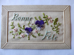 Cpa, Carte Brodée, Fleurs. Pensées, Bonne Fête - Bordados