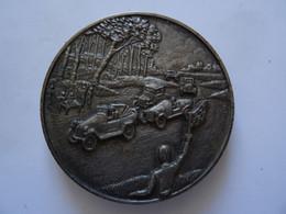 Ancienne Médaille En ? Argenté Arrivée D'une Course Automobile   TBE - Non Classificati