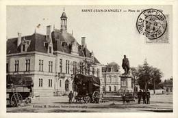 17 - Reproduction - SAINT-JEAN-D'ANGELY - Place De L'Hôtel De Ville - Saint-Jean-d'Angely