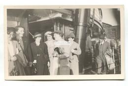 Zeebrugge - Passagiers Die Van Stoomschip Afstappen - Ready To Disembark At Zebrugge, Steamer - C1930's Postcard - Zeebrugge