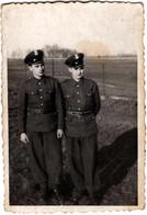 Photo Originale Duo De Soldats En Uniformes - Bulgares ? A Identifier Vers 1940 Avec Légende Dos - Oorlog, Militair