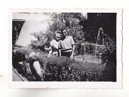 PHOTO FORMAT 8 X 6  GRANADA    EN ESPAGNE  GRANADA   LES JARDINS  DU GENERALIFE     AOUT 1952  VOIR VERSO - Anonieme Personen