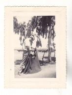 PHOTO FORMAT 8 X 6     EN ESPAGNE  UN HOMME  JOUANT LE MATADOR  PRES DE SEVILLA    1950 - Anonieme Personen