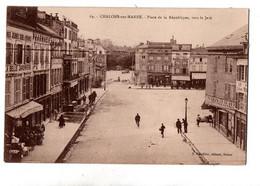 CHALONS PLACE DE LA REPUBLIQUE COMMERCES TRES ANIMEE - Châlons-sur-Marne