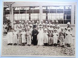 PHOTO ANNEES 1920 GROUPE D ENFANTS MARIAGE VIOLON SABOTS 18 Cm X 24 Cm VAUX LE PENIL ? - Unclassified
