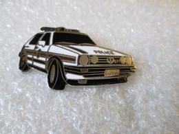 PIN'S   VOLKSWAGEN  GOLF  2  GTI  POLICE   LUXEMBOURG   Email Grand Feu  DEHA - Volkswagen