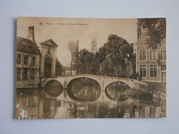 Bruges. L'Entrée Et Le Pont Du Béguinage - Brugge