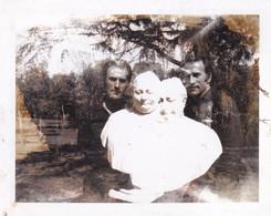 ASTUCE PHOTO, TRICK, TRUCO FOTOGRAFICO. UNIQUE, RARE. CIRCA 1940's. PHOTO SIZE:11X8.5CM -LILHU - Anonieme Personen