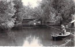 PECHE A LA LIGNE - 91 - BALLANCOURT : Pêcheur En Barque En Bon 1er Plan - CPSM Dentelée Format CPA - Essonne - Angelsport