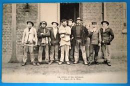 Carte Postale Ancienne- La Mine Et Les Mineurs -Le Départ De La Mine - Mijnen