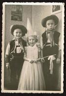 Carte Photo Originale 12,5 Cm X 8,5 Cm - Enfants - Déguisements - La Fée Et Les Cow-boys - Carnaval - Voir Scan - Persone Anonimi