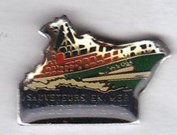 Pin's Bateaux SNSM Sauveteurs En Mer L'Aberwrach - Boats