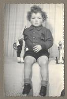 PHOTO 13,5 X 8,5 Cm De 1947. ENFANT Avec POUPEE.. Studio PRIMA - Anonieme Personen