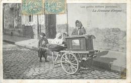 LES PETITS METIERS PARISIENS LA JOUEUSE D'ORGUE DE BARBARIE - Ambachten In Parijs