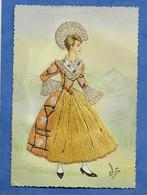 CPSM Carte Brodée Suisse Costume Folklorique Canton SCHWYTZ  Voir Recto Traces  + Pliures Superficielles - Borduurwerk