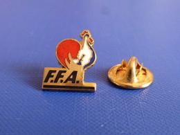 Pin's FFA Fédération Française D'athlétisme - Coq Sportif Tricolore Logo - H 1.6 Cm (PE122) - Athletics