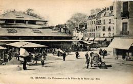 P2037 RENNES : La Poissonnerie Et La Place De La Halle Aux Blés, Animée - Rennes
