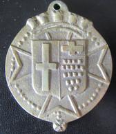 Plaque En Laiton Avec Armoiries - Fonderie De Cloches Cornille-Havard à Villedieu - Diam. 53mm / Poids : 102,6g - Bells