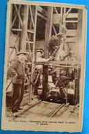 Carte Postale + Série- Au Pays Minier - Descente D'un Cheval Dans La Mine - Mijnen