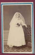 290120B - PHOTO CDV PAUL COUTEM VICHY - Marie SANDRIER 1866 Généalogie Communiante Voile - Antiche (ante 1900)