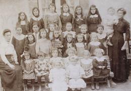 Rare Photographie D'école De Filles 49 SOULANGER 1915 Doué En Anjou - Identified Persons