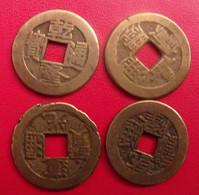 Lot De 4 Pièces De Chine, Sapèque, Sapèques. Trou Carré, Bronze, China, Trouée. Diam 22 Mm. à Identifier. - China