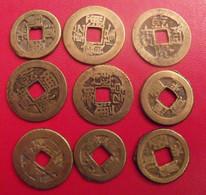Lot De 9 Pièces De Chine, Sapèque, Sapèques. Trou Carré, Bronze, China, Trouée. Diam 22 Mm. à Identifier. - China