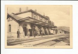 63 - LES MARTRES DE VEYRE - La Gare Du PLM  - Le Quai  ( Animation ) - Otros Municipios