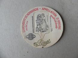 Camembert De Normandie Au Lait Cru Moulé à La Louche TH.Réaux Le Moulage - Kaas