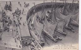 [17] Charente Maritime  La Rochelle L'arrivée Des Bateaux Sardiniers  Au Pied De La Tour De La Chaine - La Rochelle