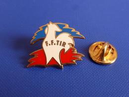 Pin's FFT FFTir Logo - Fédération Française De Tir - Arme Fusil Pistolet Cible - Coq Sportif Tricolore (PY35) - Other
