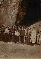 310121 - PHOTO - ENTREE GROTTE DE LA BALME PRÈS LYON 69 VISITEURS EXCUSION SPELEOLOGIE EXCURSION CAVITE - Orte