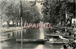 CPM Annecy (Haute Savoie) Le Canal Et Le Pont Dese Amours Bateaux Pedalo - Annecy