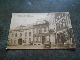 MONTAIGU    Place Albert Avec Cafés, Hôtel Et Ancienne Voiture , Animée - Scherpenheuvel-Zichem