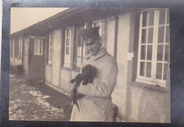 Foto Deutscher Soldat Mit Kleinem Hund - 1. WK -  5,5*4cm (54295) - Guerra, Militares