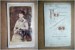 PHOTO CDV 19 EME CLARA FAY 1880 JOLIE JEUNE FEMME ROBE MODE   Cabinet CHAMOIN  A BOULOGNE SUR MER - Old (before 1900)