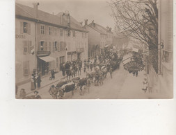 CARTE PHOTO   GERARDMER GRANDE RUE CAVALCADE DU 13 AVRIL 1914 CHAR DE CHARLEMAGNE - Andere Gemeenten